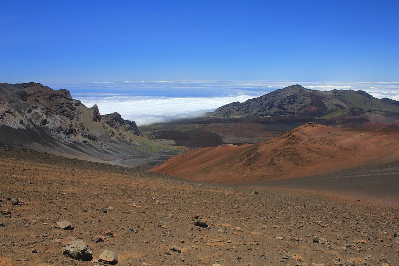 1280px-Haleakala_crater_(1)